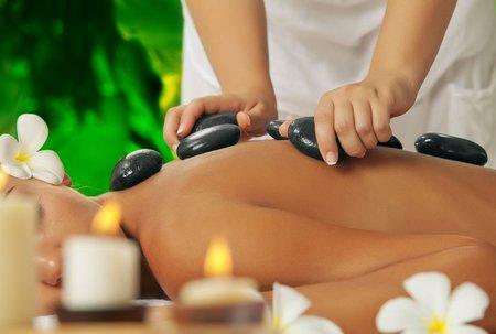 Massage aux galets chauds